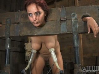 Escrava gets ardous surra de bastão
