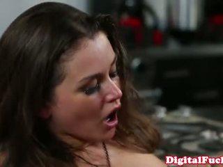 bago brunette, kalidad booty online, storyline