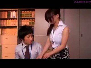 Pieptoasa birou doamnă cu ochelari getting ei tate rubbed nippl