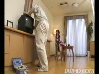Lonely casalinga nanako yoshioka seduces il tv riparazione guy
