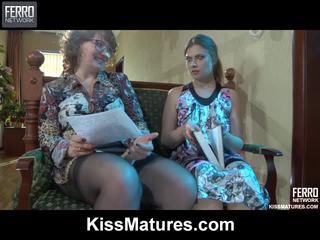 Flo&alana pussyloving äiti onto video-