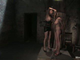 Rope e toying movimento in lezzy slavery vid per sara scott
