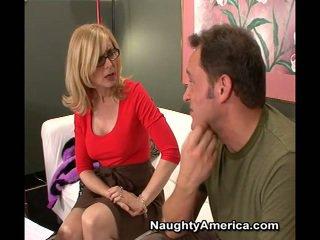 Erotik mdtq nina hartley bën sons buddy kam laid të saj bojë kafe sy për një film rol