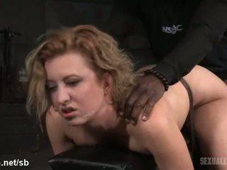 Atrocious doggyphong đập vì nóng nô lệ trong khi cô gives mưa deepthroating