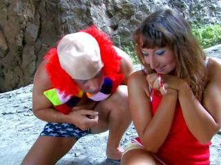Tettona bruna has sesso con clown, gratis porno 6e