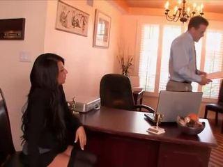Sexy sekretaris banged by the bos