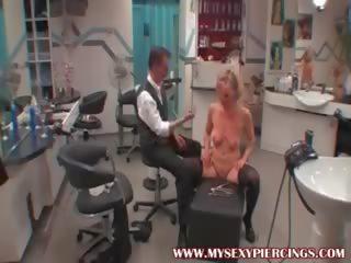Mijn sexy piercings slaaf met pierced poesje bdsm marteling