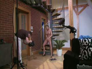 Silvia saint sa likod ng entablado filming a solo scene sa a stair (hd)