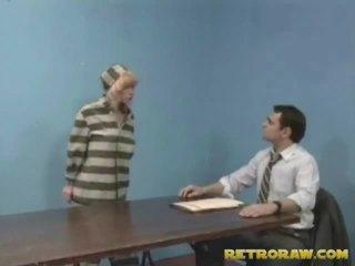 钻 由 她的 lawyer