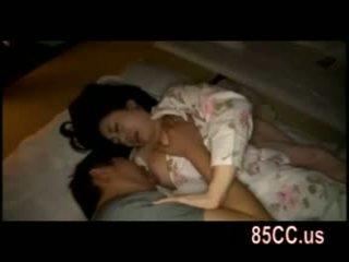 वाइफ गड़बड़ द्वारा husbands दोस्त पर the बिस्तर 05