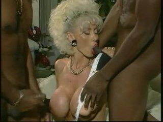 Dolly buster - milf geneukt door 2 zwart guys