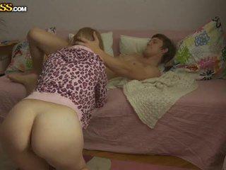 Jaunas blondinė mažutė pounded iki jos boyfriend
