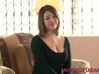 Zreli japonsko mamica toyed in throatfucked