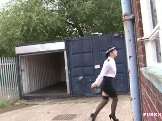 Pure xxx films neuken een rondborstig politie vrouw voor geen fijn
