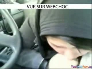 Arab hijab tyttö imevien mulkku sisään auto sisään auto