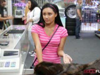 Nana posed nu sur cam en la coulisses de une pawnshop