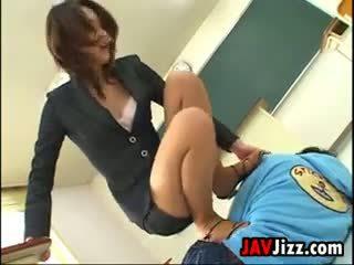 Slapping un crotch stepping japānieši skolotāja