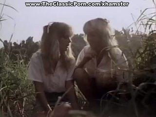 Clásico porno en la bosque con two señoras