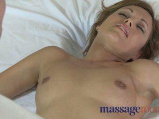 Massage rooms geil milfs krijgen geolied omhoog en geneukt hard door jong studs