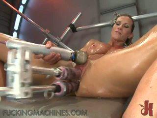 Seksuālā nymph works augšup a sensuous sweat kā viņa has veikts mīlestība līdz a shagging device