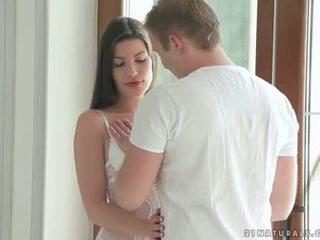 امرأة سمراء enjoying romantic جنس مع لها boyfriend