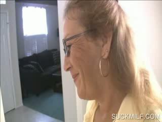 Mam en chick zuigen een dong