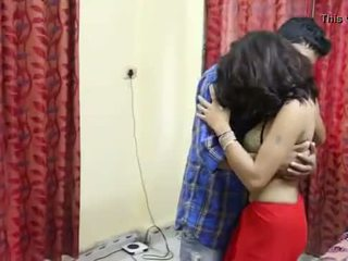 Desi milf's pupper fondled virkelig hardt av salesman ## hindi hot kort film