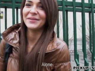 Alexis brill swallows warm 精液 のために お金