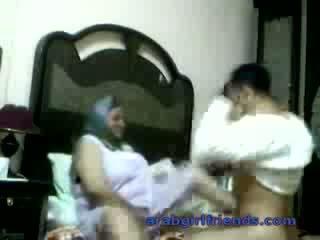 Uzbudinātas arab pāris noķerti jāšanās līdz spiegs uz viesnīca istaba