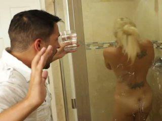 Blondīne jauks skaistule charlee chase loves jāšanās iekšā bathrooms