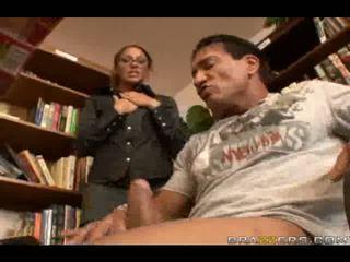 Seksikäs kirjastonhoitaja slammed mukaan iso mulkku sisään iso anaali