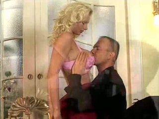 Hana melonova takes 2 reusachtig erect cocks