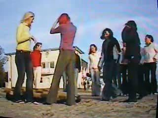 14 meisjes trample man onder boord