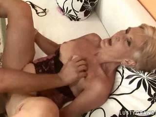 Heet oma enjoying seks