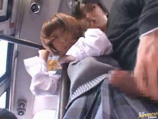 Kineze learner lodra një gjë dhe has i bërë dashuria në publike autobuz