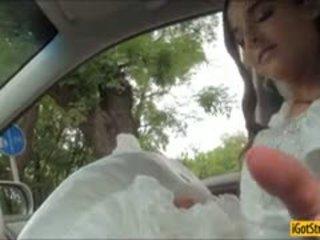 Runaway 新娘 amirah adara pounded 同 stranger 在 一 汽車