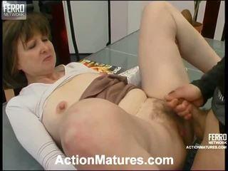 Elinor ו - morris מיני ישן ביצועים