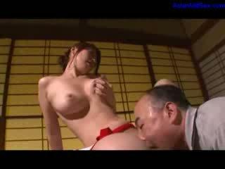 Kuuma milf masturboimassa getting hänen karvainen pillua licked ja fingered mukaan aviomies päällä the kirjoituspöytä sisään the huone