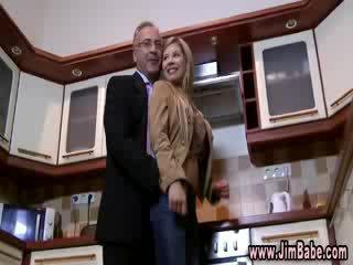 دمية تعري في ال مطبخ