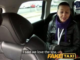 Faketaxi juodas haired mažutė fucks the cab driver