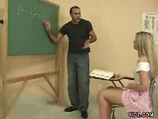 Збуджена вчитель жеребець марки студент шоу манда
