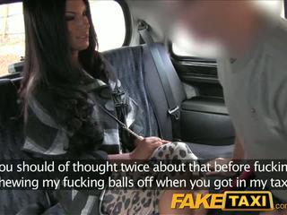 Faketaxi negra haired milf cheats em hubby com taxi driver