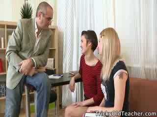Crafty, tricky vechi invatatoare manages pentru vorbi martina în joc cu ei prieten whilst el joins în!