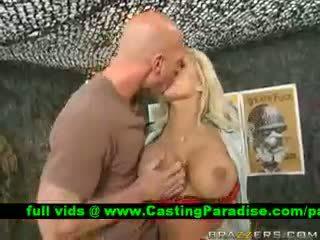 Shyla stylez vollbusig blond gets licked