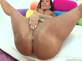 Busty MILF Lisa Ann Takes It In The Ass In This Gonzo Scene
