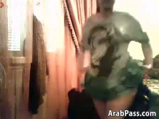 Gruba arab nastolatka flashes jej cycki i cipka
