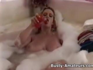 Busty heather hrát ji kočička na bathtub: volný porno 5a