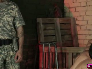 Seksi dan terangsang soldiers kelompok seks.