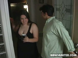 Guy bangs hot fattie hard