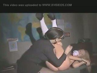Leraar punishes student met anaal strapon neuken